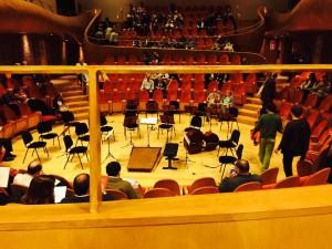 席からステージを眺める。ほぼ真正面の特等席でした。