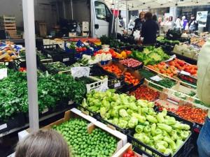 色鮮やかな野菜たち。ただし、地産地消が徹底しているのでポルチーニはありません(涙)