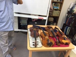 楽器を並べて順番に調整しました