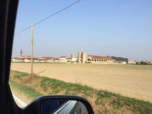 セラーノさんの工房のあるコムーネ。広い農地のなかの小さな村です