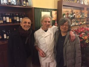 文章と合いませんが・・「濃いクレモナ料理」の店で。シェフとお世話になっている製作家のアルドリーと