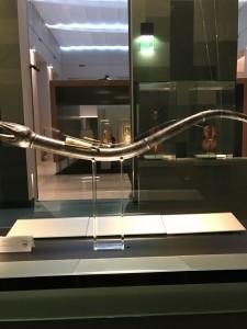 16世紀の楽器です。なんだかわかりますか?「corno]ですから今の言い方なら「ホルン」ですね