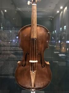 ダ・サロのヴィオラ。1609年製