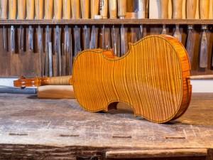 作っていただいた楽器です。製作途中に写真を送って下さり期待が高まります。本当に美しい楽器でした