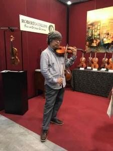 日本でもたくさん売られているコリーニさんの楽器もさすがです
