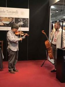 トナレッリさんも良い楽器を作っています。よく飛ぶ音です。