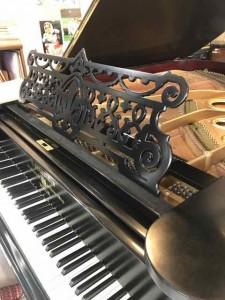 ベッヒシュタインのピアノ。はっきりしませんが、19世紀最後くらいに製作された楽器だと思われます