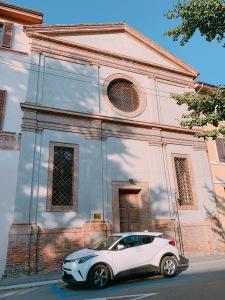 これは一番見分けやすいタイプの旧教会。ほかにもいろいろあります